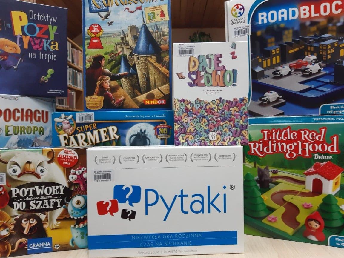 Ekspozycja gier dostępnych w Filii Biblioteki w Duchnowie